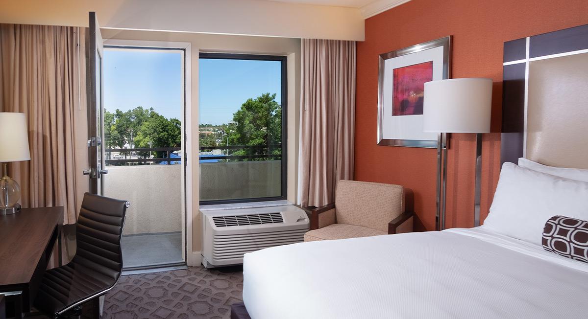 https://www.aurohotels.com/wp-content/uploads/Delta-Hotel-Orlando-Lake-Buena-Vista-Slideshow-Photo-1.jpg