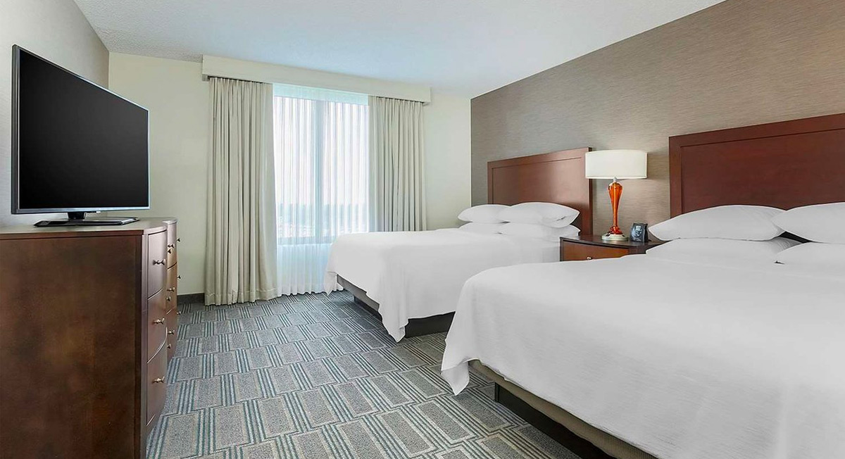 https://www.aurohotels.com/wp-content/uploads/Embassy-Suites-by-Hilton-Chicago-Lobard-Oak-Brook-Lombard-DuPage-County-Illinois-Slideshow-Photo-1.jpg