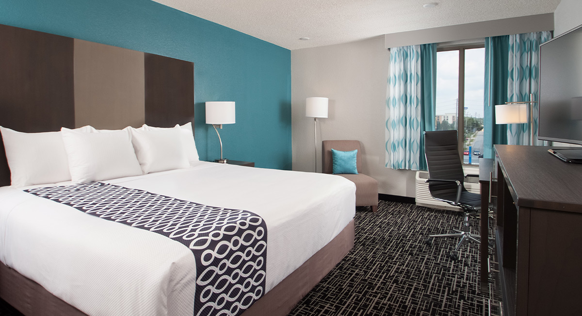 https://www.aurohotels.com/wp-content/uploads/LaQuinta-Inns-and-Suites-Atlanta-Aiport-North-Slideshow-Photo-1.jpg