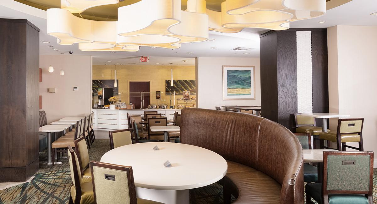 https://www.aurohotels.com/wp-content/uploads/SpringHill-Suites-by-Marriott-Orlando-Convention-Center-International-Drive-Area-Slideshow-Photo-1.jpg